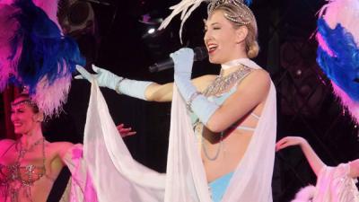 spectacle-finale-plumes bleu-vitotel cabaret